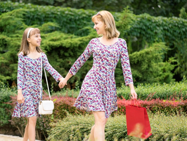 Dress like mom with these matching mother daughter outfits for Mother's Day | Little girls will have so much fun dressing like mom on Mother's Day. It's a fun way to show how much she loves mom!