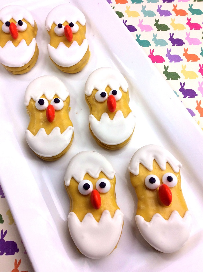 For an easy Easter dessert recipe this year, you'll love these baby chick Easter cookies. They're fun to make for kids and adults. #Easter #EasterCookies #EasterRecipes